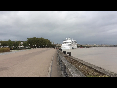 Bordeaux by the river
